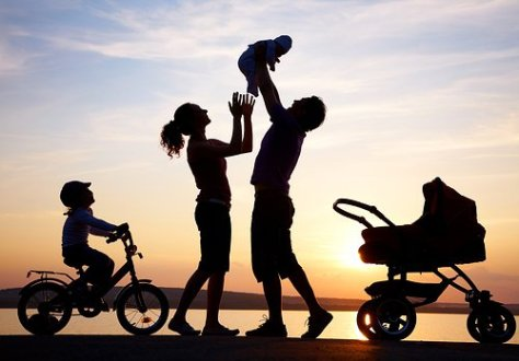 Happy-Family-silhouette-500