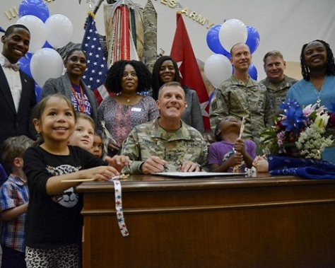 .jpg photo of Fort Hood Deputy Commander signing anti-child abuse proclamation