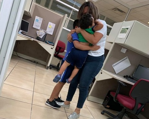 .jpg photo of mother with children after found in juarez